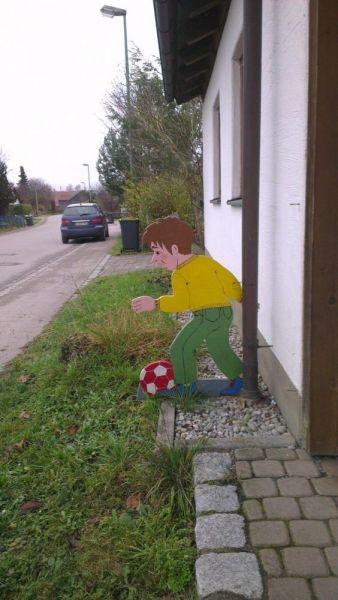Holzfiguren für Verkehrsberuhigte Zone